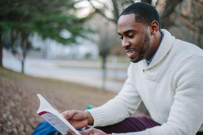 homme-lisant-un-livre-troubles-de-la-concentration