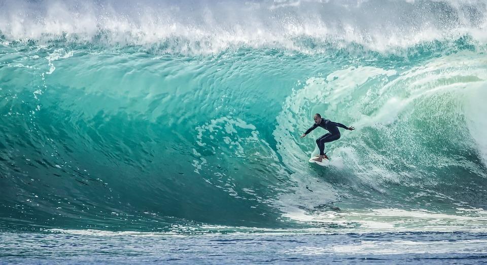 Etre-plus-productif-surfeur-en-pleine-vague